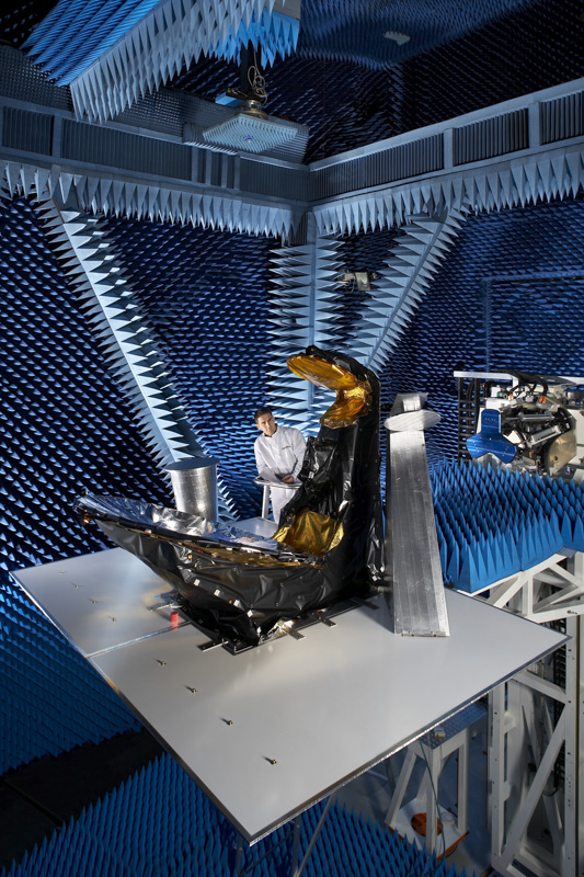 Test antenne de satelite en champ proche pour Thalès Alenia Space