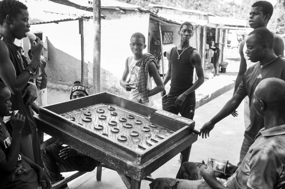 Jeu de paris dans les rues d'Oussouye, Casamance