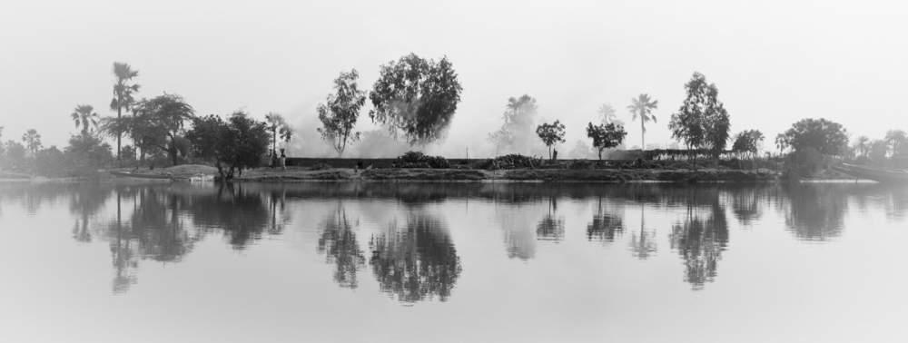 Réalisation du charbon de bois quelque part dans le Delta du Sine-Saloum