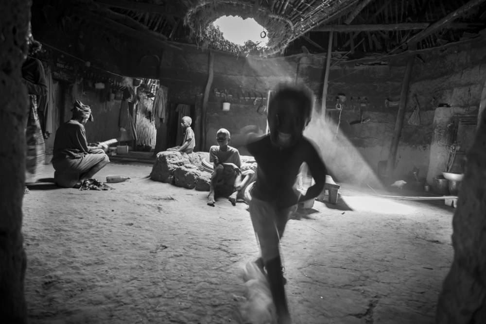 Lieu de vie de plusieurs familles, les cases à impluvium servent aussi à récupérer l'eau pluviale, si rare dans cette région désertique, Bandial, Casamance