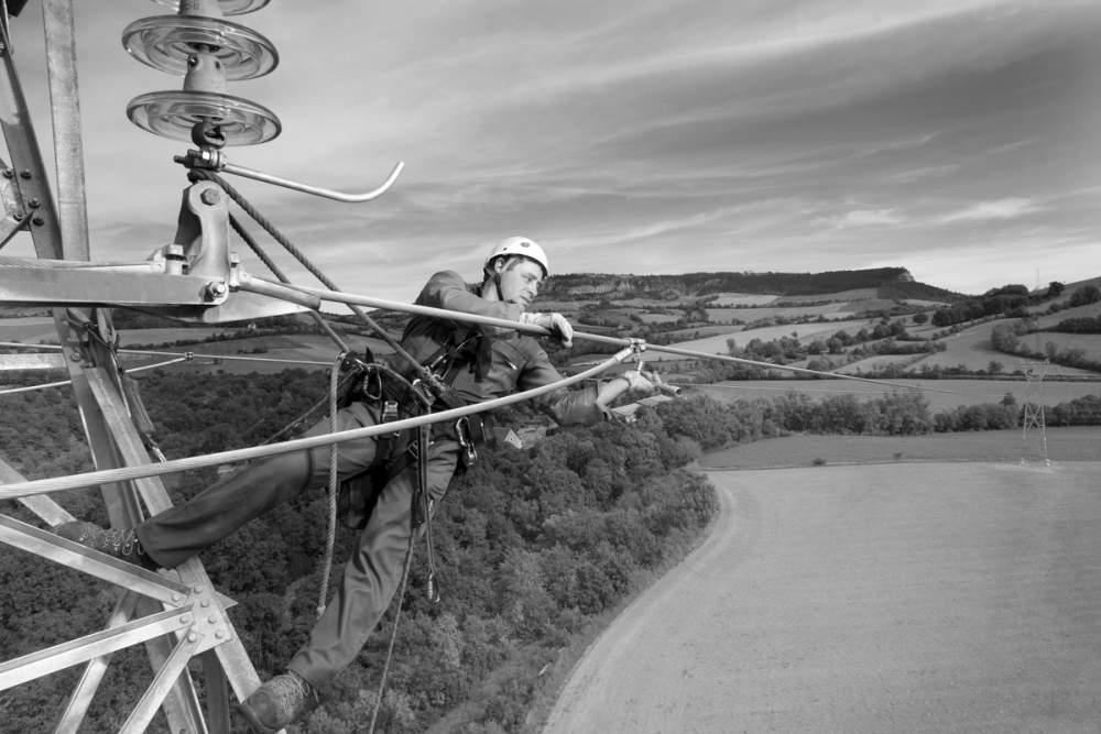 """Intervention d'un """"lignard"""" sur le réseau ERDF pour Omexom"""