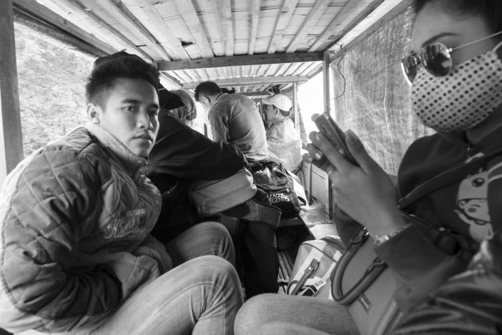 Entre Nong Khiaw et Muang Khua, dans une pirogue, tout près de la frontière Vietnamienne