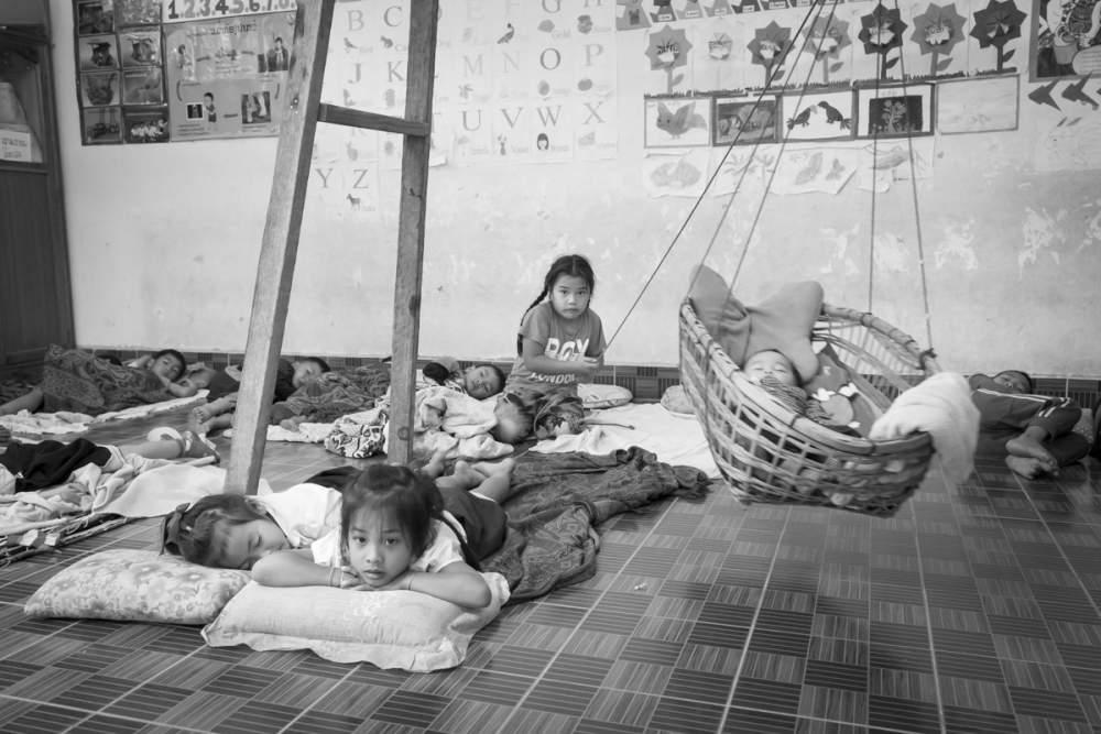 L'heure de la sieste dans une école maternelle de brousse