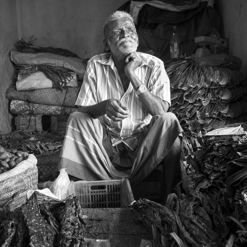 Vendeur de tabac sur le marché, Sri Lanka