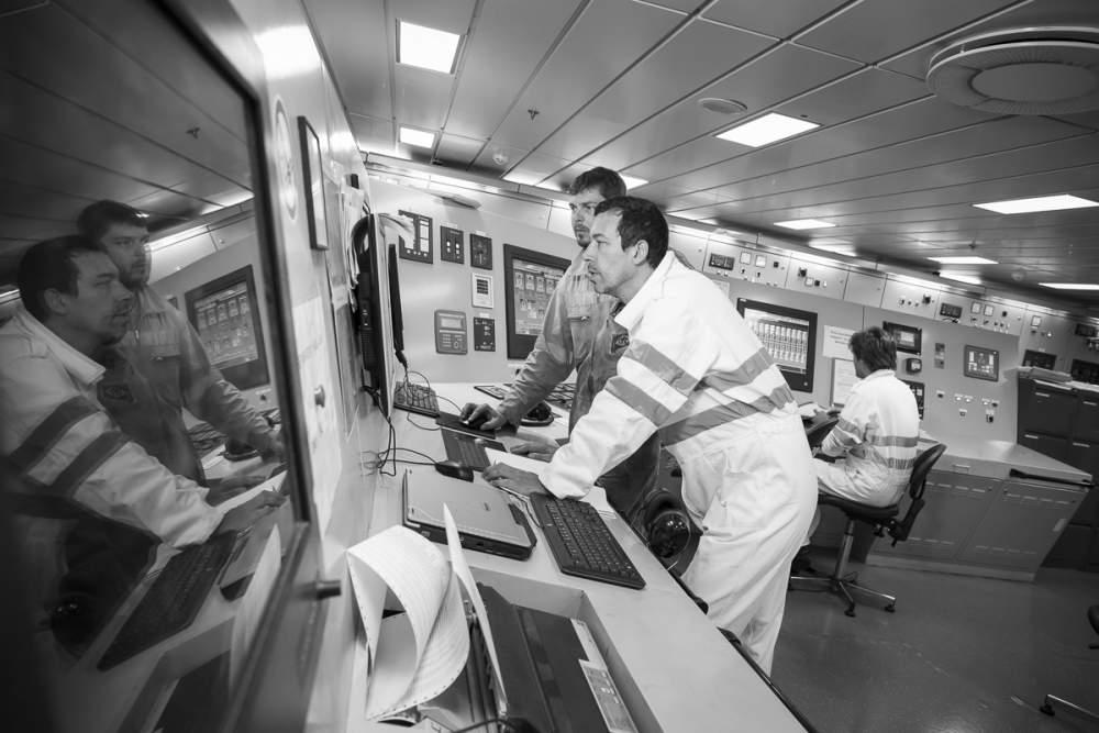 En salle des machines les équipes se préparent pour le départ du Piana