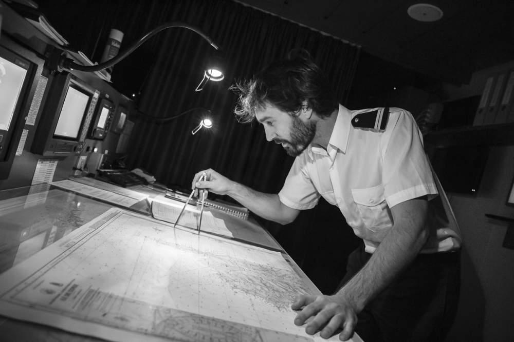 Premier lieutenant pendant la navigation de nuit